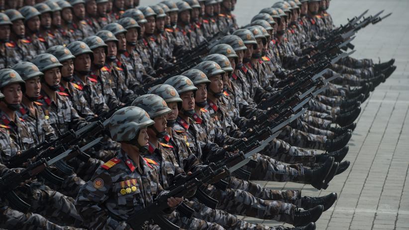 Nordkorea-Krise: Nordkoreanische Soldaten während einer Parade zu Ehren des 105. Geburtstags des ersten nordkoreanischen Regierungschefs Kim Il-Sung