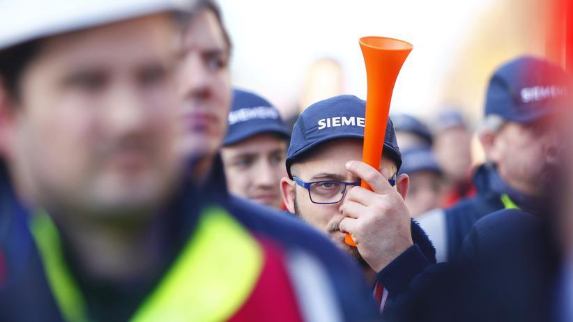 Stellenabbau bei Siemens: Demonstration am 17. November gegen den Stellenabbau in einem Berliner Dynamowerk von Siemens
