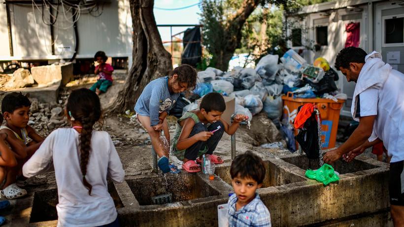 Grčka: Migranti u blizini izbjegličkog kampa Moria na otoku Lesbos