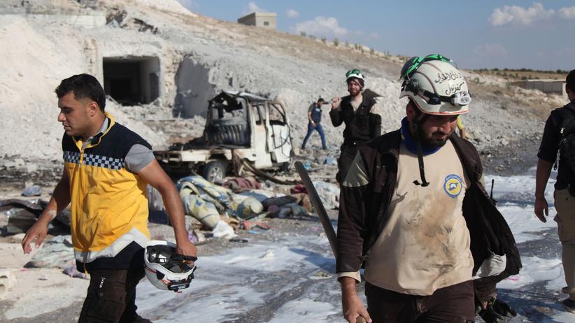 Syrien: Bergungsarbeiten nach einem Luftangriff im Süden der Provinz Idlib am 8. September
