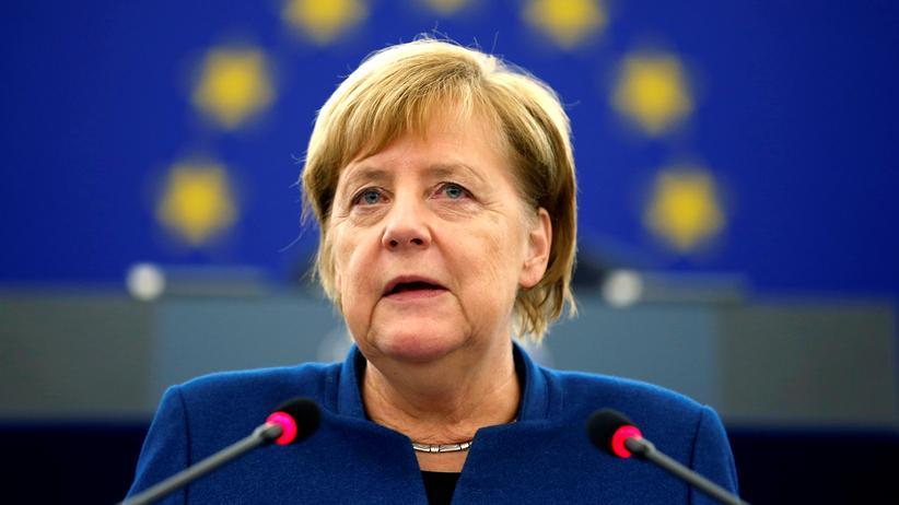 Angela Merkel im EU-Parlament: Bundeskanzlerin plädiert für europäische Armee