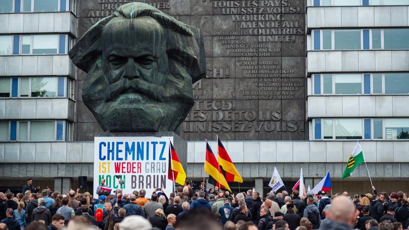 Begriffslexikon 2018: Eine Demonstration in Chemnitz
