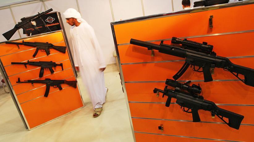 Waffenindustrie: Stand des deutschen Waffenherstellers Heckler & Koch auf einer Jagdmesse in Abu Dhabi, September 2012
