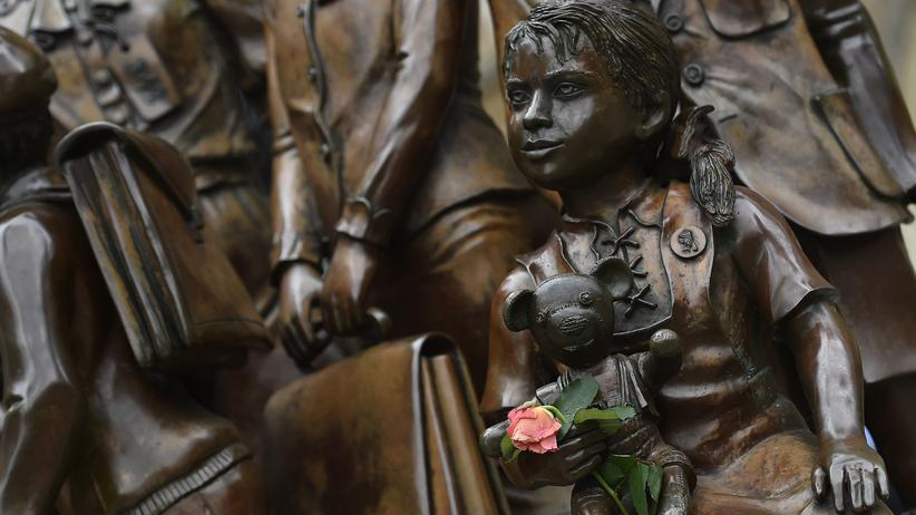 Jüdische Emigranten: Denkmal für den Kindertransport in London. Das Mahnmal erinnert seit 2006 an 10.000 überwiegend jüdische Kinder aus Deutschland und Nordeuropa, die das Vereinigte Königreich kurz vor Ausbruch des Zweiten Weltkrieges aufgenommen hat.