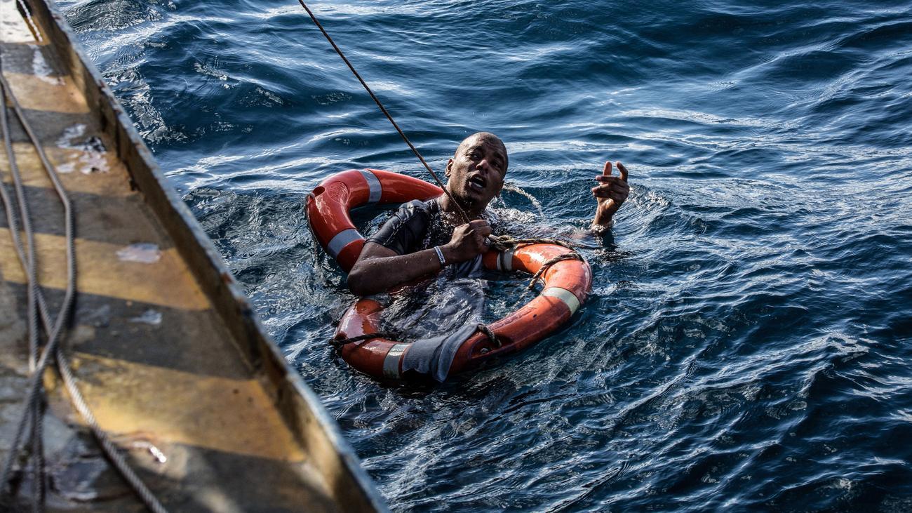 Migration: Angela Merkel fordert staatlich organisierte Seenotrettung