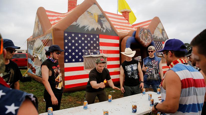 Bob Talisse: In Lincoln, Alabama spielen junge Amerikaner Trinkspiele auf einem Festival (Archiv).