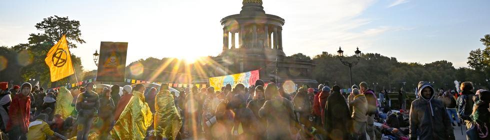 Die Proteste der Aktivistinnen und Aktivisten rund um die Siegessäule hatten schon am Morgen begonnen.