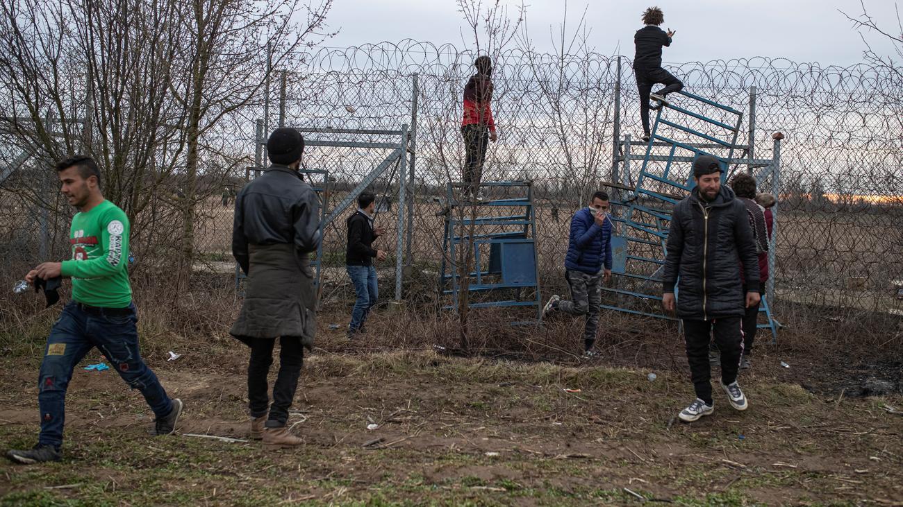 Griechisch-türkische Grenze: Flüchtlinge scheitern mit Einreißen des Grenzzauns