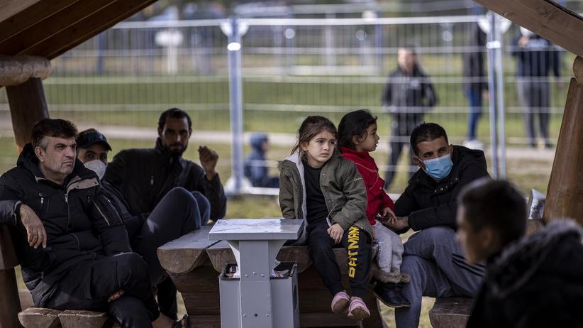 Flüchtlinge aus Belarus : Heiko Maas für Sanktionen im Flugverkehr mit Belarus