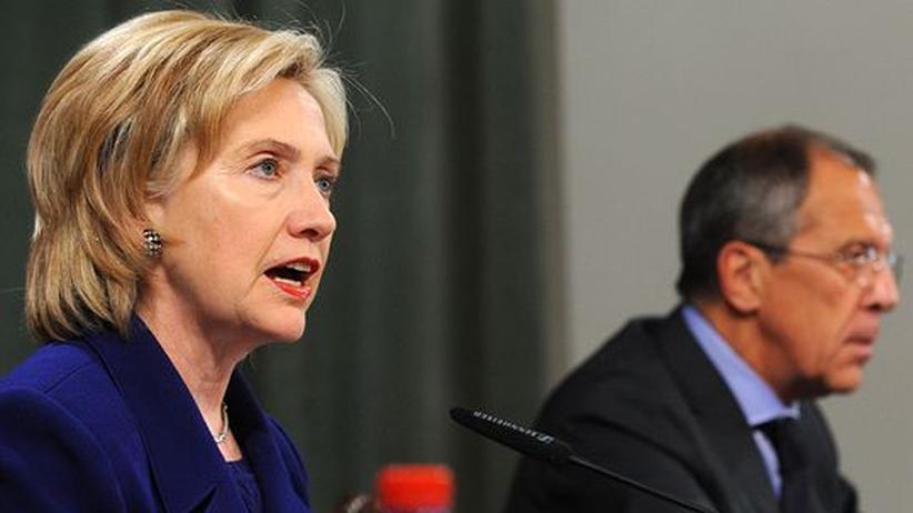 Sanktionen gegen Iran: US-Außenministerin Hillary Clinton mit ihrem russischen Amtskollegen Sergei Lawrow in Moskau