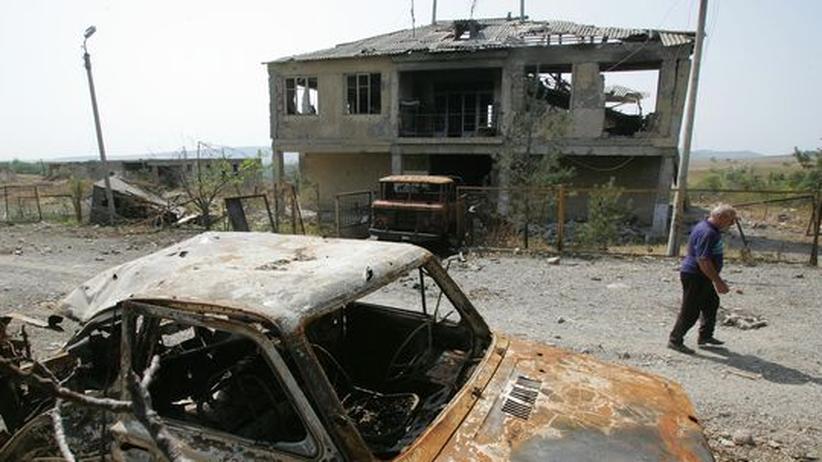 Kaukasus-Konflikt: August 2008: Kriegsschäden nahe der südossetischen Stadt.