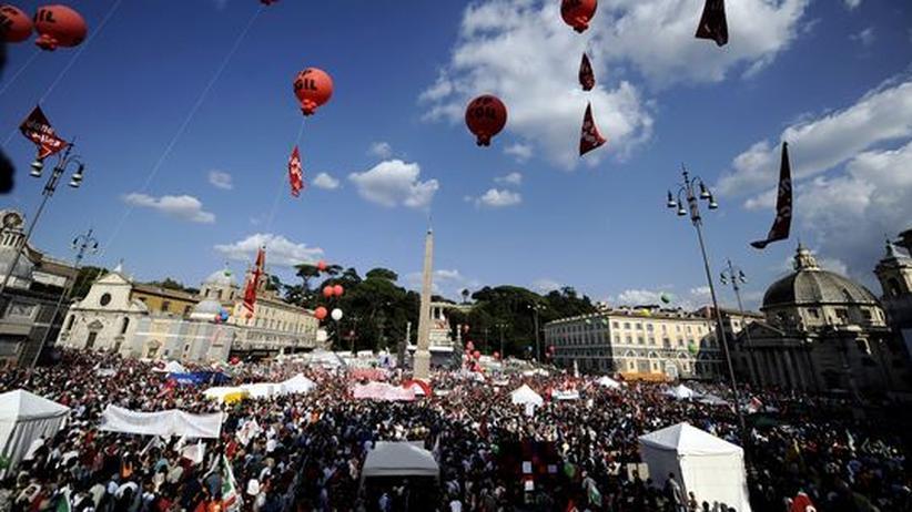 """Italien: Zehntausende demonstrieren gegen Berlusconis """"Medien-Maulkorb"""""""