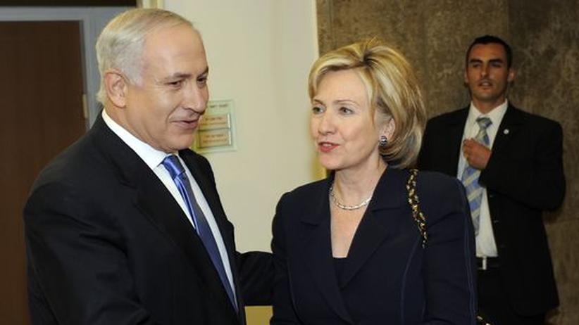 Nahost: In der amerikanischen Botschaft in Tel Aviv traf Hillary Clinton zunächst Israels Ministerpräsident Benjamnin Netanjahu