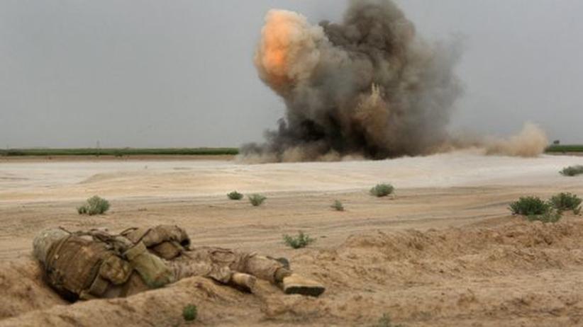 Jahresrückblick 2009: Gefechte sind auch im achten Jahr in Afghanistan an der Tagesordnung. An der Sicherheitslage hat sich dennoch kaum etwas geändert. (Das Foto zeigt die Sprengung einer Mine durch US-Soldaten.)