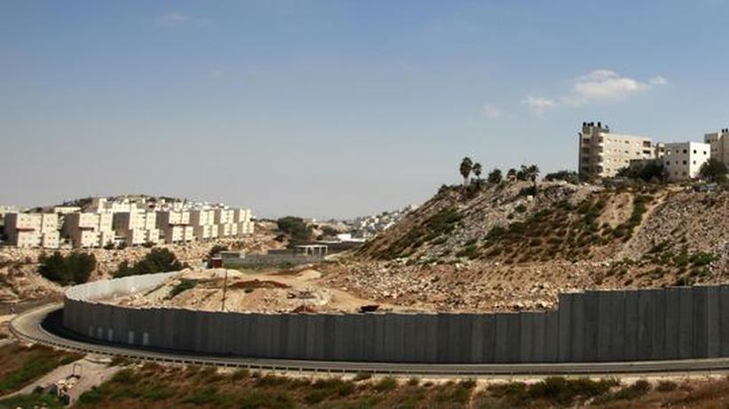 Die geteilte Stadt: Links die jüdische Siedlung Pisgat Zeev, rechts das palästinensische Viertel Anata im Osten Jerusalems
