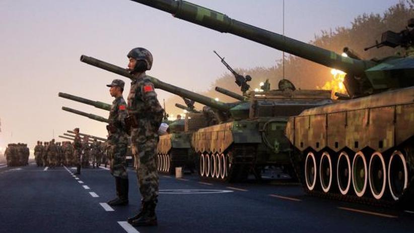 China: Machtdemonstration: China und der Westen finden immer seltener zueinander. China hat offenbar kein Problem damit.