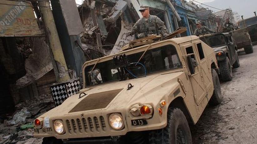 Humanitäre Interventionen: US-Soldaten in der vom Erdbeben zerstörten haitianischen Hauptstadt Port-au-Prince
