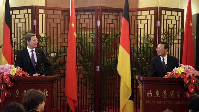 China-Reise: Westerwelle mahnt Einhaltung der Menschenrechte an