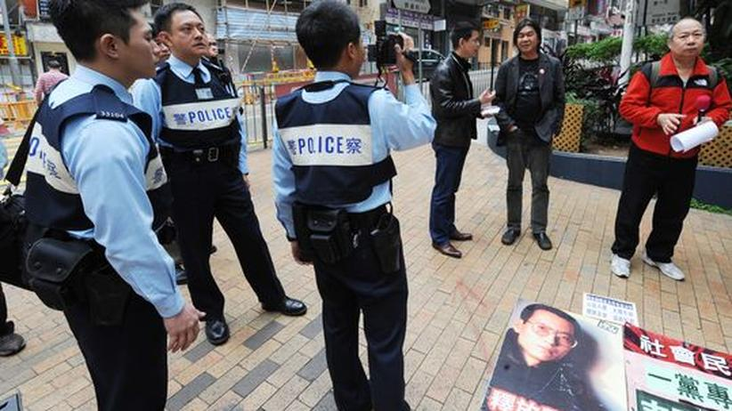Polizei und Demonstranten in Peking