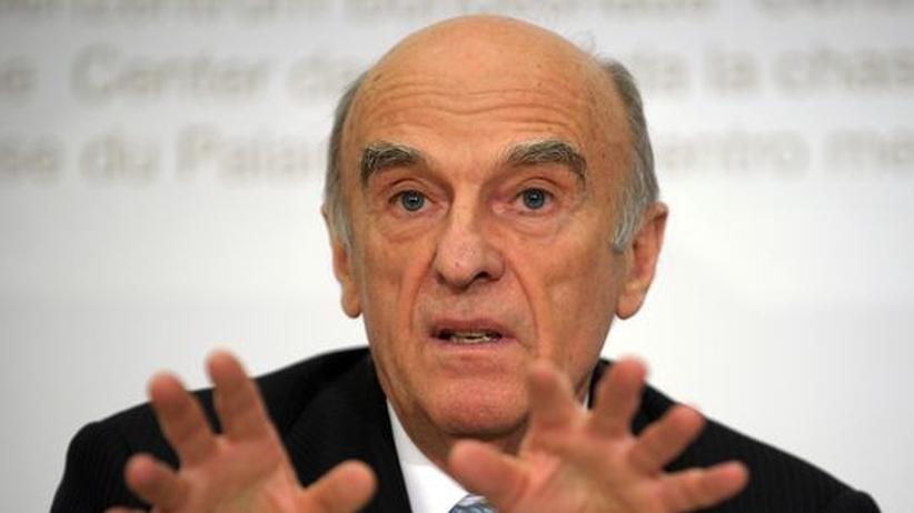 Der Schweizer Finanzminister Hans-Rudolf Merz kritisiert das Vorgehen der deutschen Regierung