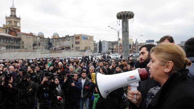 Georgische Oppositionsanhänger in Tiflis