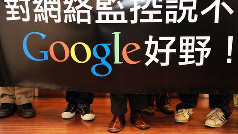 Google-Abzug: Eine Gruppe Gratulanten beim Besuch der Google-Niederlassung in Hongkong im Januar. Von dort aus will Google die Zensur in China umgehen