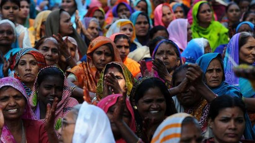 Gleichstellung: Für die Quote: Inderinnen demonstrieren am internationalen Frauentag für die Gesetzesänderung
