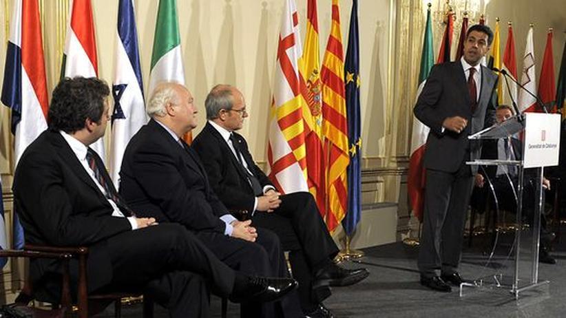 Internationale Zusammenarbeit: Ahmed Massade, der neue Generalsekretär der Mittelmeerunion, während der Ernennungszeremonie in Barcelona