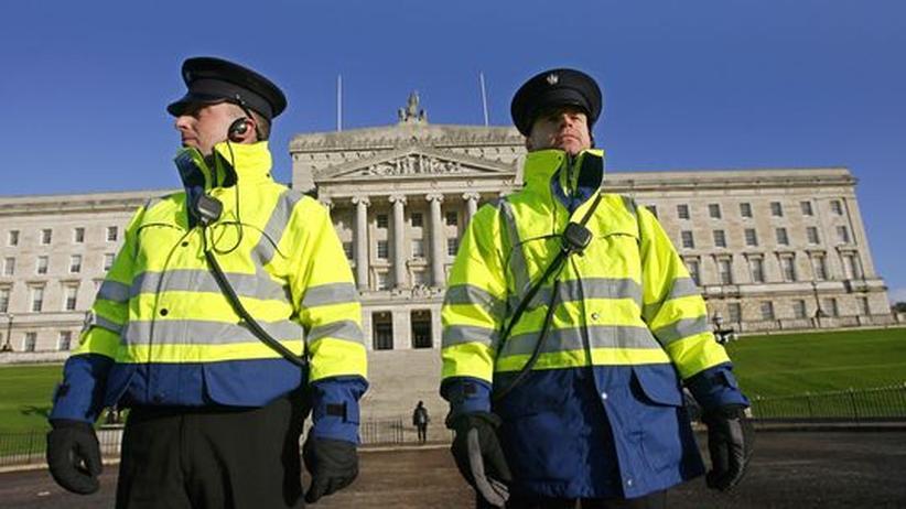 Nordirland: Wachen vor dem nordirischen Parlament in Belfast