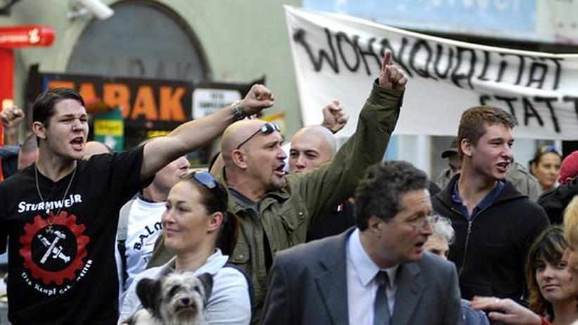 Rassismus: Demonstrierende Neonazis, wie hier in Wien, bereiten dem Europarat Sorge