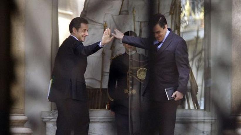 Nach Wahldebakel: Sarkozy bildet seine Regierung um