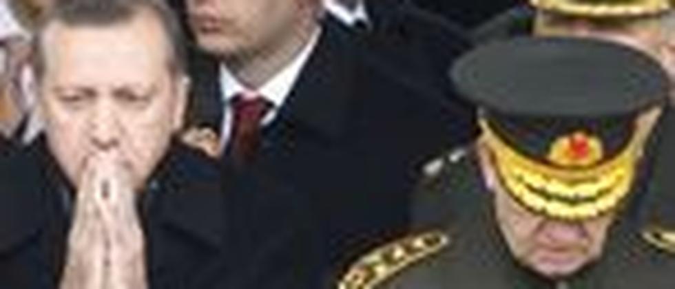 Zwei Männer - zwei Welten? Premier Recep Tayyip Erdoğan und der Generalstabschef Ilker Başbuğ