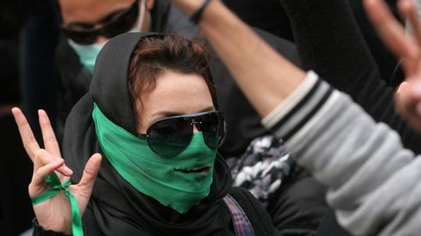 Iran: Grüner Protest: Anhänger der Opposition demonstrieren in Teheran gegen das Regime von Präsident Ahmadineschad
