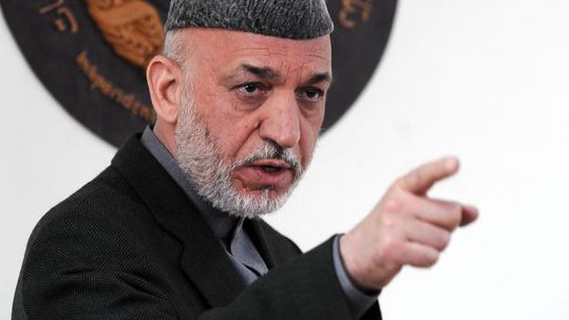 """Afghanistan: Der afghanische Präsident Hamid Karsai hat """"Äusländern"""" die Schuld am Wahlbetrug während der Präsidentschaftswahlen gegeben"""