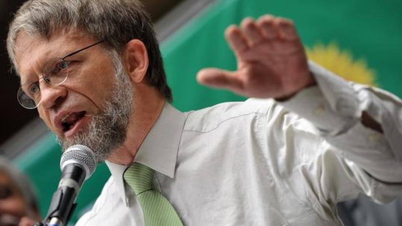 Zeigte vor gefülltem Vorlesungssaal den Studenten sein nacktes Hinterteil: der kolumbianische Präsidentschaftskandidat Antanas Mockus