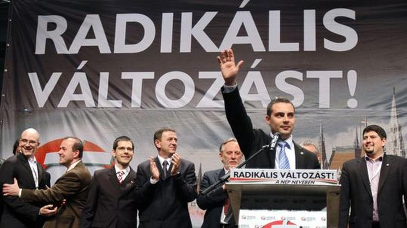 Rechtsruck in Ungarn: Konservative gewinnen Wahl in Ungarn
