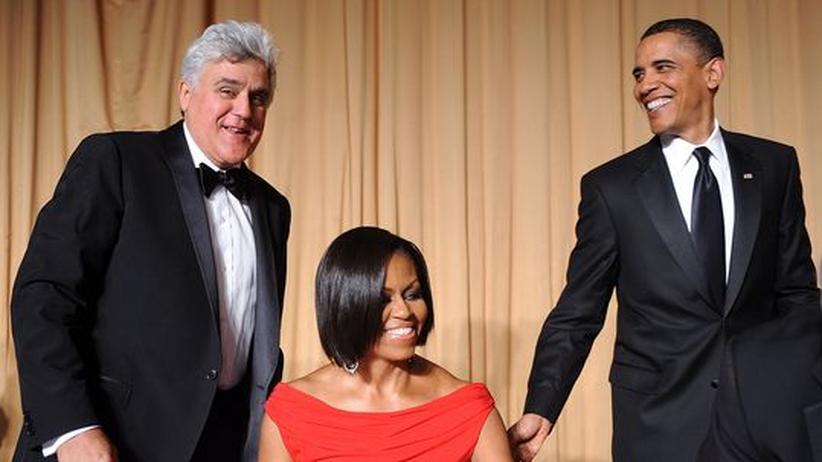 Korrespondenten-Dinner: Late-Night-Talk-Legende Jay Leno, die First Lady Michelle Obama und der Präsident beim Korrespondenten-Dinner im Weißen Haus (v.l.n.r.)