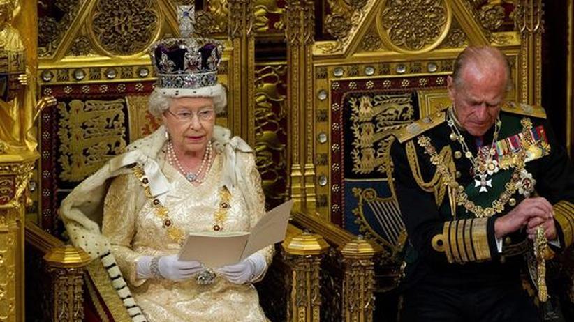 Die Queen beim Verlesen des Regierungsprogrammes in London
