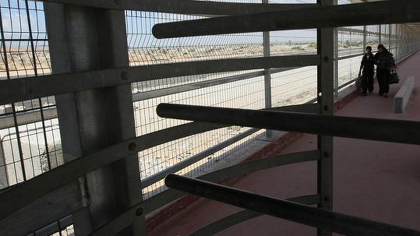 Blockadepolitik: Kekse, Limonade, Gewürze, Rasierschaum: Künftig dürfen diese und andere Waren die Grenze zwischen Israel und dem Gaza-Streifen wieder passieren