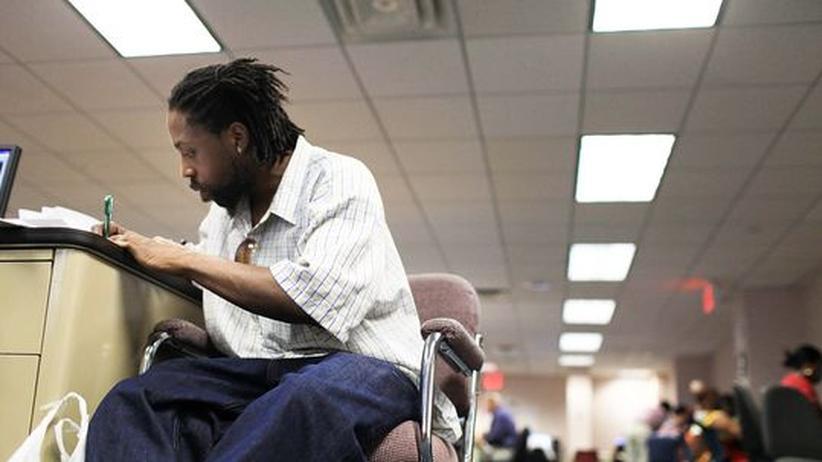 Ein Arbeitsloser im Arbeitsamt der Stadt New York. Fast jeder Fünfte ist in den USA ohne regulären Job