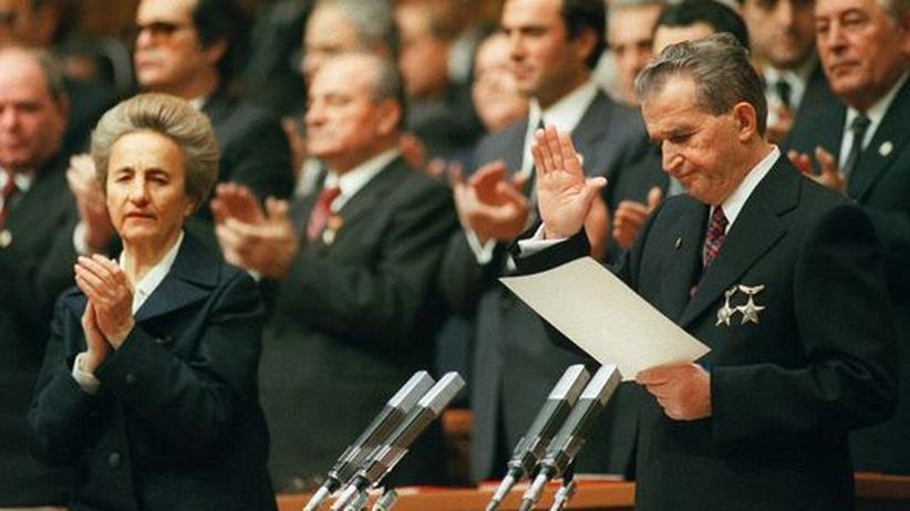 Rumäniens Diktator Nicolae Ceauşescu und seine Frau Elena