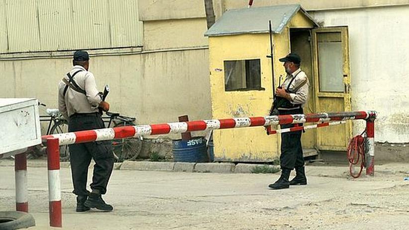 Afghanistan: Afghanisches Sicherheitspersonal in einer Straße in Kabul. Die privaten Security-Dienste haben jetzt vier Monate Zeit um sich aufzulösen