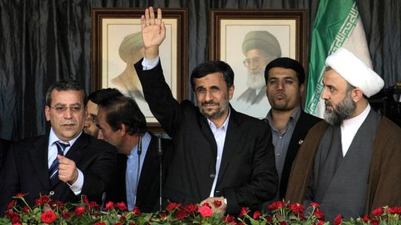 Libanon: Ahmadineschad lässt sich an der Grenze zu Israel feiern
