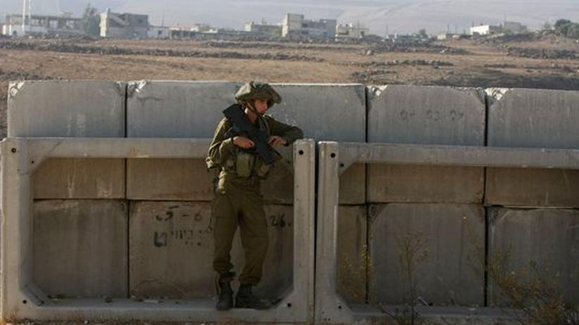 Ein israelischer Soldat an der Grenze zum Libanon und den Golanhöhen