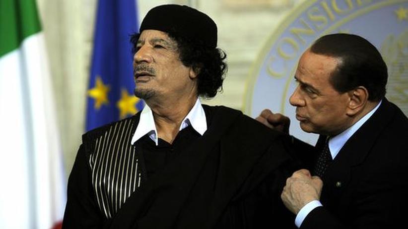 Muammar al-Gadhafi mit Silvio Berlusconi
