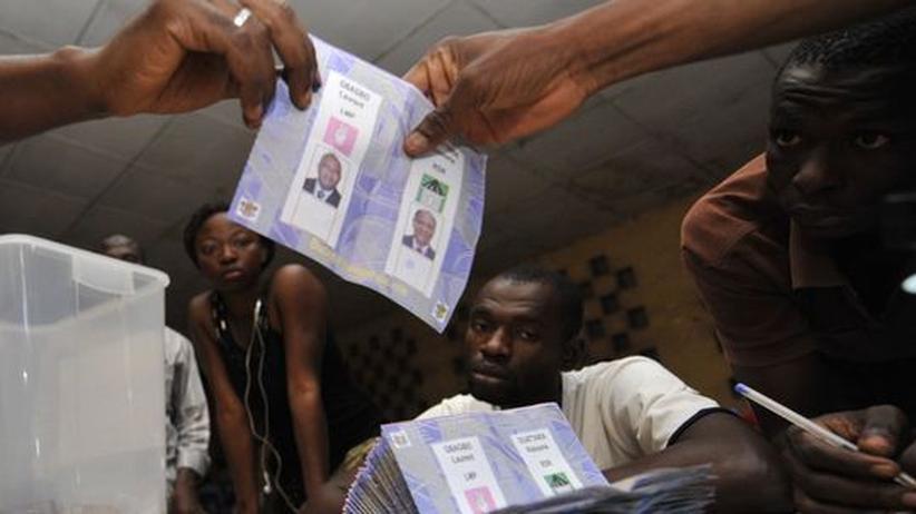 Mitglieder des unabhaengigen Wahl-Komitees der Elfenbeinkueste