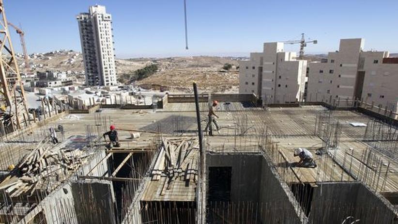 Palästinenser bei Bauarbeiten in der israelischen Siedlung Har Homa in der Nähe von Jerusalem