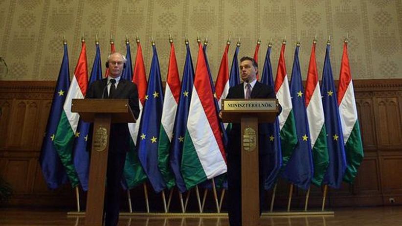 EU-Ratspräsident van Rompuy (links) und Ungarns Ministerpräsident Orbán bei einer gemeinsamen Pressekonferenz