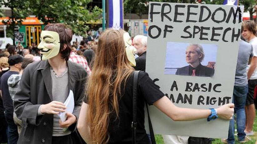 Sympathisanten demonstrieren in Melbourne für Julian Assange
