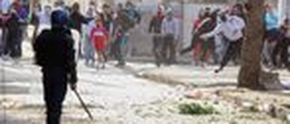 Steinwürfe gegen Polizisten im Armenviertel von Algier